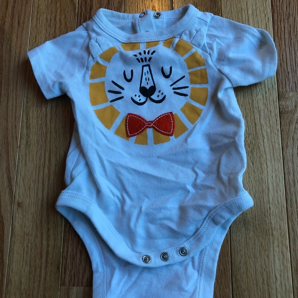 9ebaaf48ee0f Cat and Jack Other - Newborn Cat and Jack lion onesie